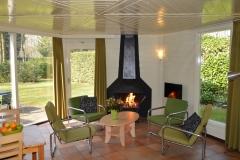 Mooie haard in de bungalow