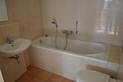 Badkamer en bad