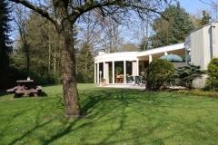 Ruime tuin bij de bungalow 10 personen